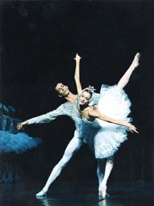 Agn�s Letestu and Jos� Martinez  in Swan Lake