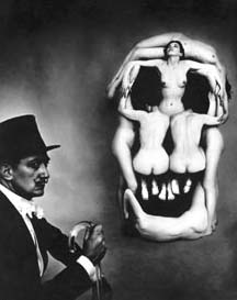 In Voluptate Mors, 1951 • Photo: Philippe Halsman und Salvador Dalí • Copyright: Halsman Estate • Fundacio Gala-Salvador Dalí • Photo courtesy of museum kunst palast