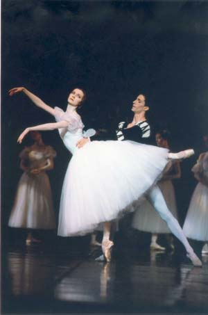 Agn�s Letestu and Jos� Martinez in Giselle 2004