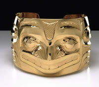 Bear bracelet, Jesse Brillon (Haida), 2003 • 22-karat gold. Height 1½ in. • Private collection. • Photo © Denis Finnin/AMNH • Photo courtesy of American Museum of Natural History •