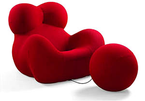 "Fauteuils et pouf UP5/UP6, dits ""La Donna""(c) Gaetano Pesce, Up armchairs, 1969 Mouse de polyuréthanne, jerseyFauteuil 103x128x114 / pouf diam 61 cmEdition B & BPhoto courtesy of RMN"