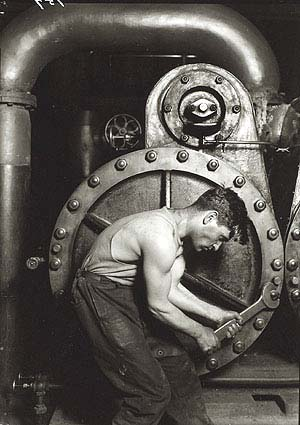 <SPAN class=pie>Lewis W. Hine: <EM>Power House Mechanic</EM>, 1920Printed 1974</SPAN>