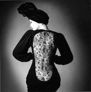 <P>Marina Schiano in Evening GownYves Saint Laurent:<STRONG> </STRONG>Fall-Winter 1970© The Estate of Jeanloup SieffPhoto courtesy of de Young Museum </P>