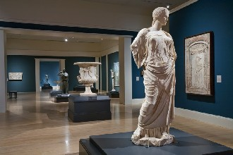 Pompeii and the Roman Villa: Art and Culture around the Bay of NaplesExhibition rooms installationAphrodite (Syon House/Munich type), Rione Terra at Puteoli (Pozzuoli) Photo courtesy of Los Angeles County Museum of Art