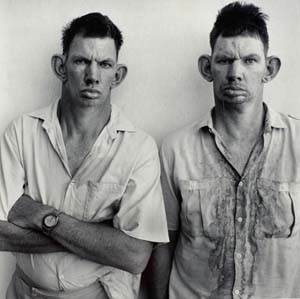 <SPAN class=yiv179762282bildunterschrift>© Roger Ballen:<EM> Dresie and Casie, twins, Western Transvaal</EM>, 1993from the series: <EM>Platteland</EM></SPAN>