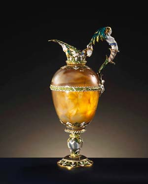 Agate ewer. Paris, c. 1650Enamelled gold mountEntered the collection of Louis XIV before 1673. MR231Photo: Jean-Gilles Berizzi