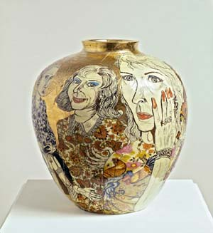 Grayson Perry: Transvestite party, 2005 ceramica smaltata. Courtesy G. Iannaccone Collection, MilanPhoto: Paolo Vandrasch