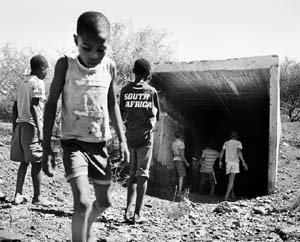 Jo Ractliffe: <EM>Boys at the shaft, Pomfret Asbestos Mine</EM>2011Silver gelatin printImage size: 36 x 45cmEdition of 5 + 2AP Photo courtesy of Michael Stevenson Contemporary