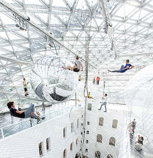 Tomás Saraceno: <EM>in orbit</EM>, K21 StändehausPhotography by Studio Tomás Saraceno © 2013