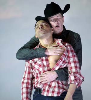 Tom Randle (Jack Twist) and Daniel Okulitch (Ennis del Mar) in Charles Wuorinen's opera <EM>Brokeback Mountain</EM>.Teatro Real, Madrid © Javier del Real