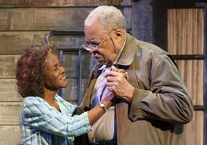 Weller Martin (James Earl Jones) and Fonsia Dorsey (Cicely Tyson) in <EM>The Gin Game</EM>