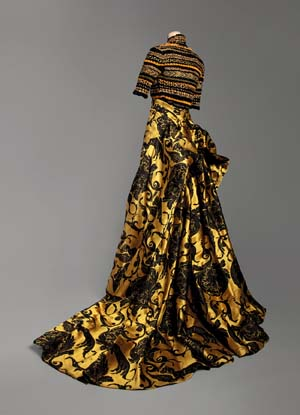 <EM>Paris Haute Couture ーThe Only Gown in the World</EM>