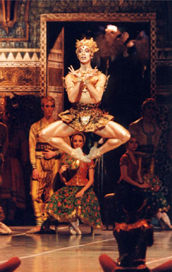 Emmanuel Thibault as The Golden Idol from La Bayad�re